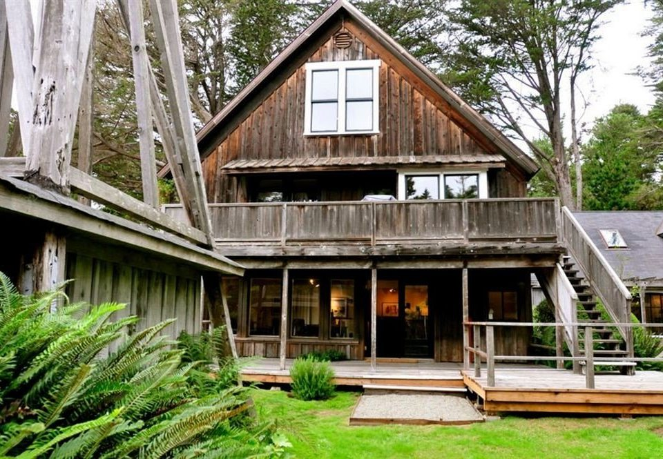 building tree house grass property home wooden residential area cottage siding Resort log cabin old outdoor structure farmhouse porch mansion backyard structure residential Garden roof