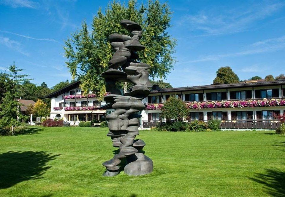 grass sky tree monument statue park lawn screenshot Garden Resort sculpture memorial