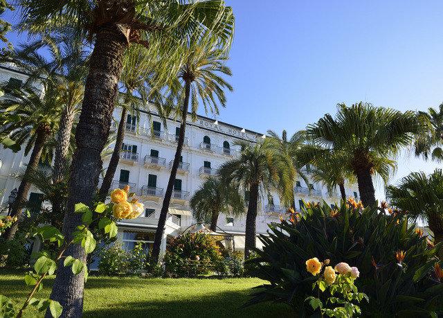 tree sky palm property Resort arecales Villa palm family flower Garden park hacienda plantation plant mansion
