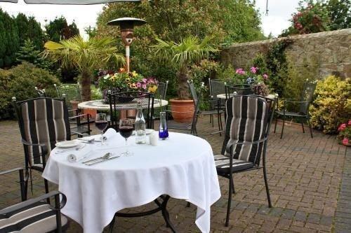 tree property restaurant banquet floristry backyard cottage Villa Resort function hall Garden dining table
