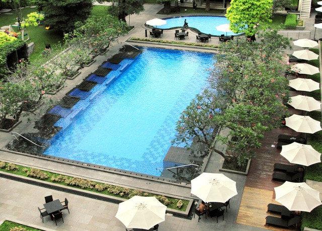 tree swimming pool property building backyard reflecting pool Resort Villa landscape architect Garden yard
