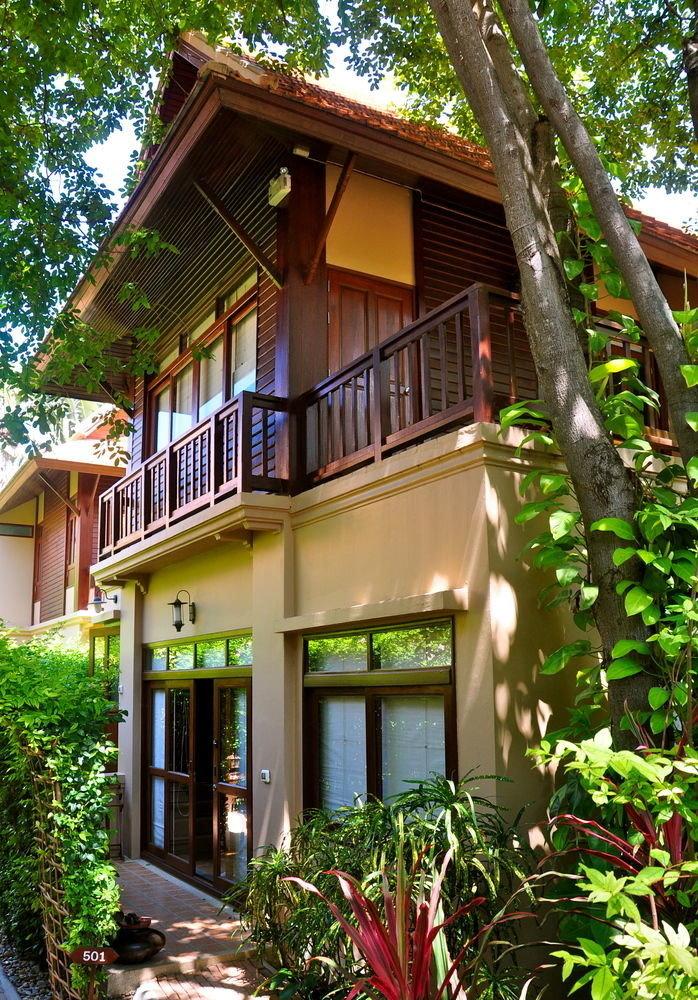 tree house plant property building home Resort cottage Villa backyard outdoor structure Garden bushes