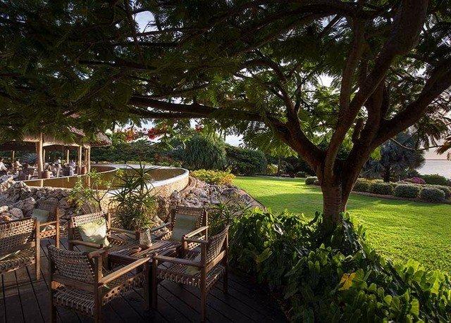 tree property Resort Garden backyard home mansion Villa plant lined