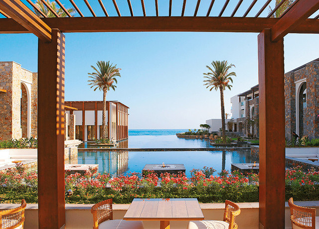 sky property building Resort home house Villa condominium hacienda outdoor structure swimming pool mansion backyard overlooking Garden