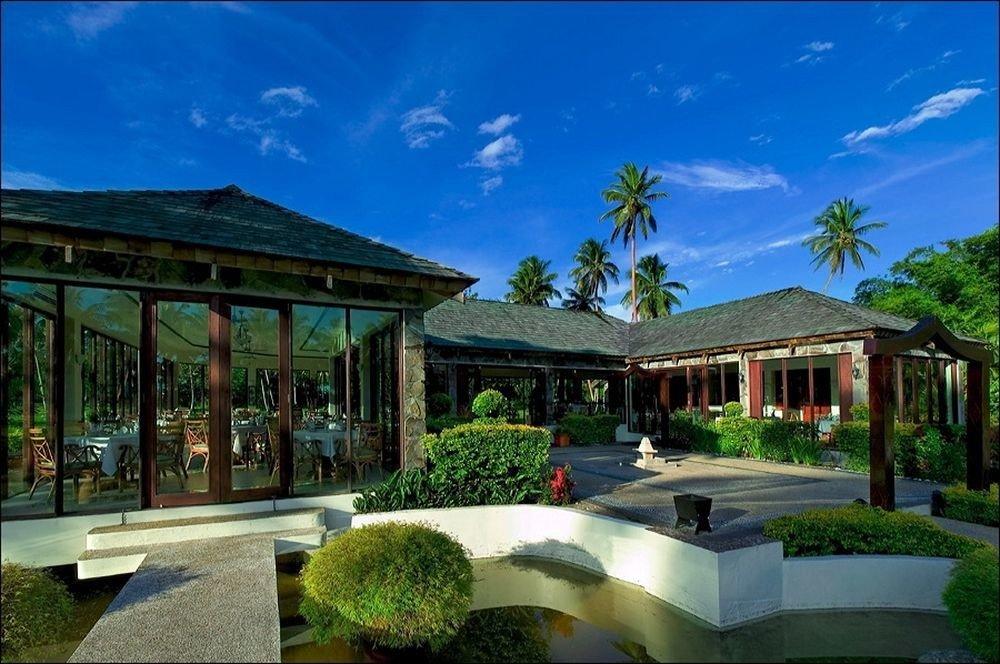 sky property Resort building home green condominium mansion residential area Villa sign Garden colonnade