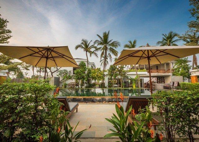 tree umbrella palm property Resort plant Villa swimming pool eco hotel hacienda lined bushes shade Garden