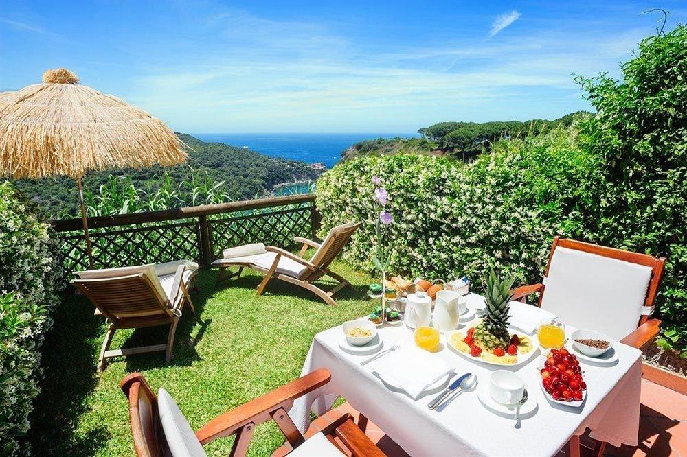 tree sky chair property leisure Resort Villa cottage eco hotel set overlooking Garden