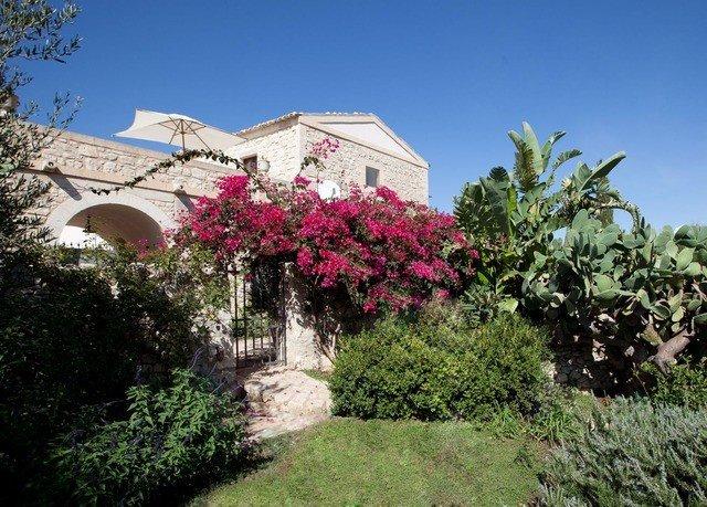 tree sky grass property house flower flora botany Garden Villa Resort Village cottage plant shrub bushes lush