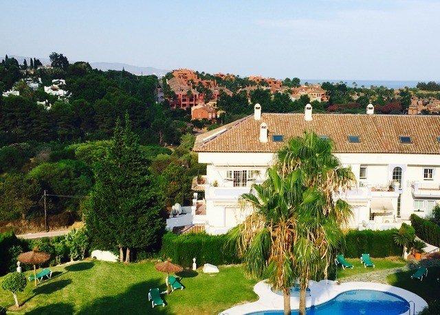 tree property Resort Village home Villa residential area mansion swimming pool Garden