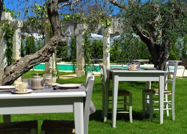 tree grass Villa backyard outdoor structure Garden cottage plant