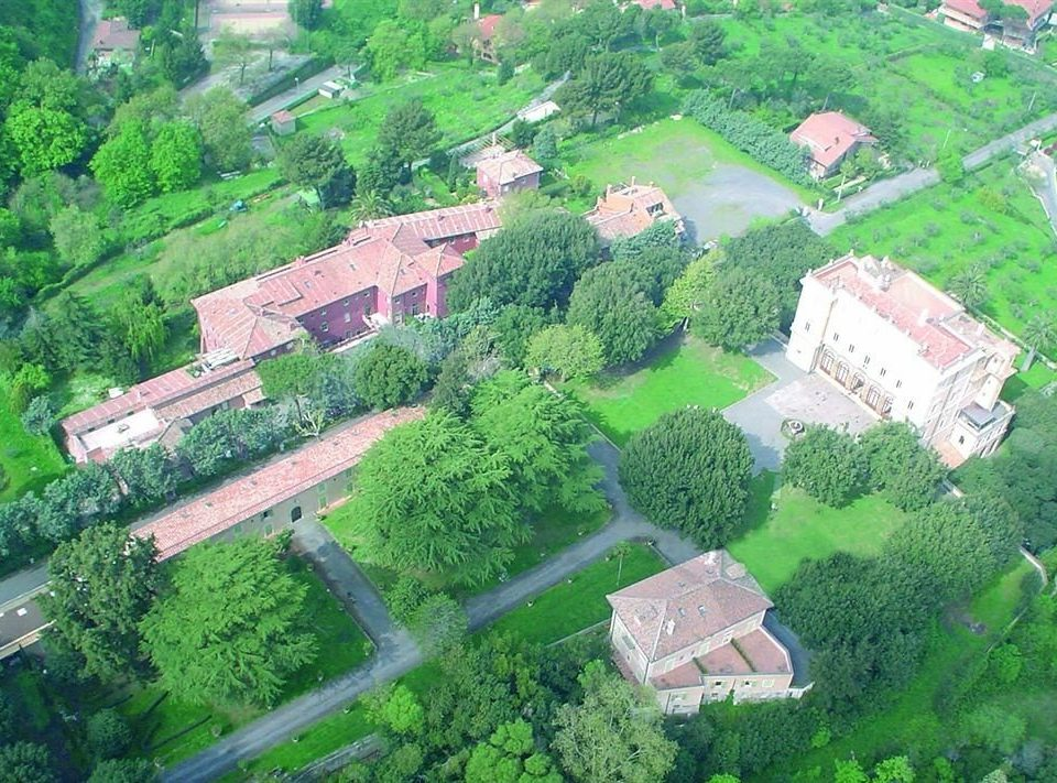 tree bird's eye view aerial photography residential area geological phenomenon neighbourhood suburb green mansion Village Garden