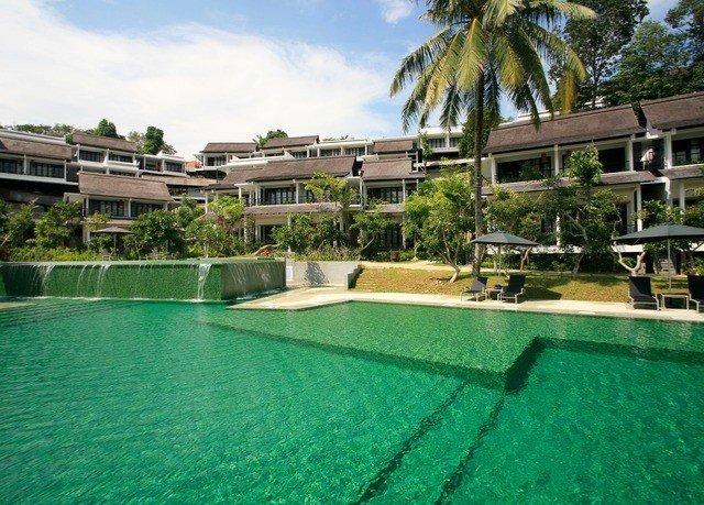 sky swimming pool property Golf condominium Resort athletic game building reflecting pool Sport Villa mansion resort town backyard