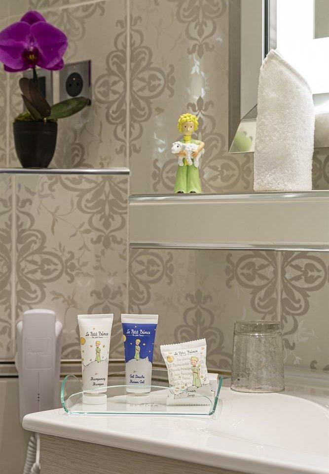 white green living room shelf home wallpaper