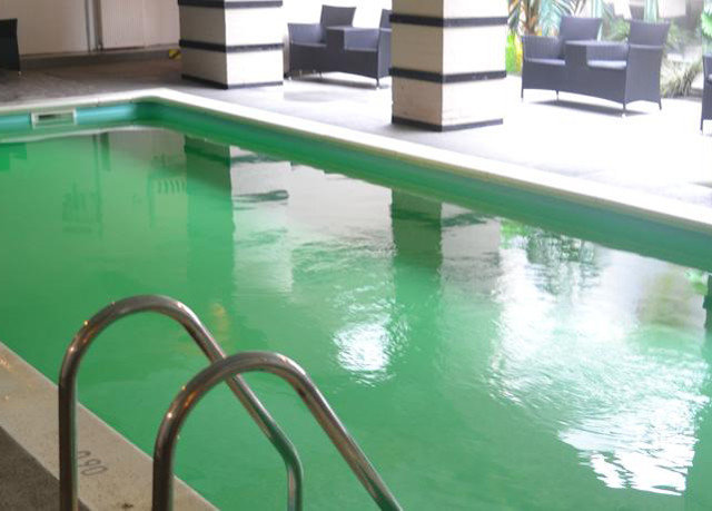 swimming pool leisure property green jacuzzi