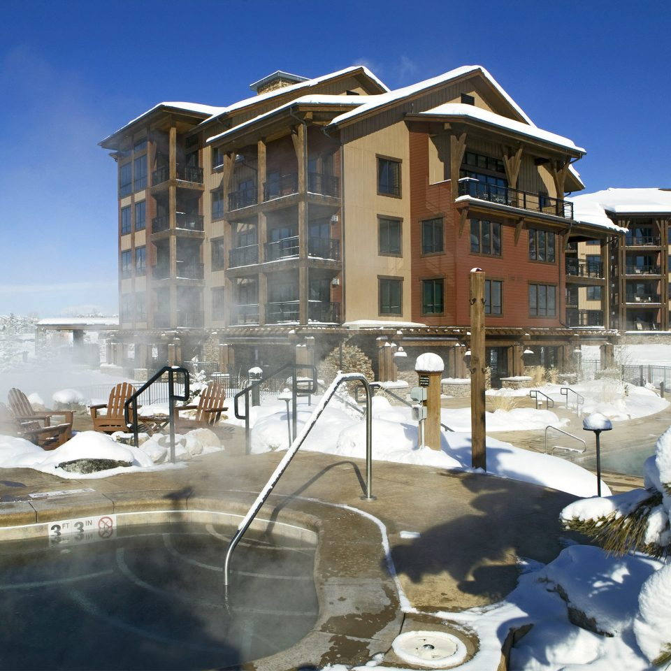 Grounds Lodge Mountains Ski sky snow Winter weather Resort home house residential area Nature condominium