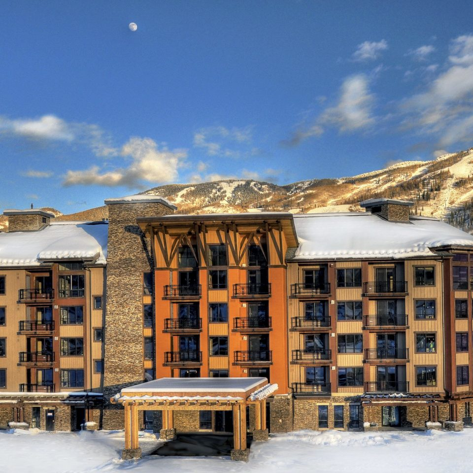 Grounds Lodge Mountains Ski sky property Winter snow Town house residential area home Resort log cabin cottage