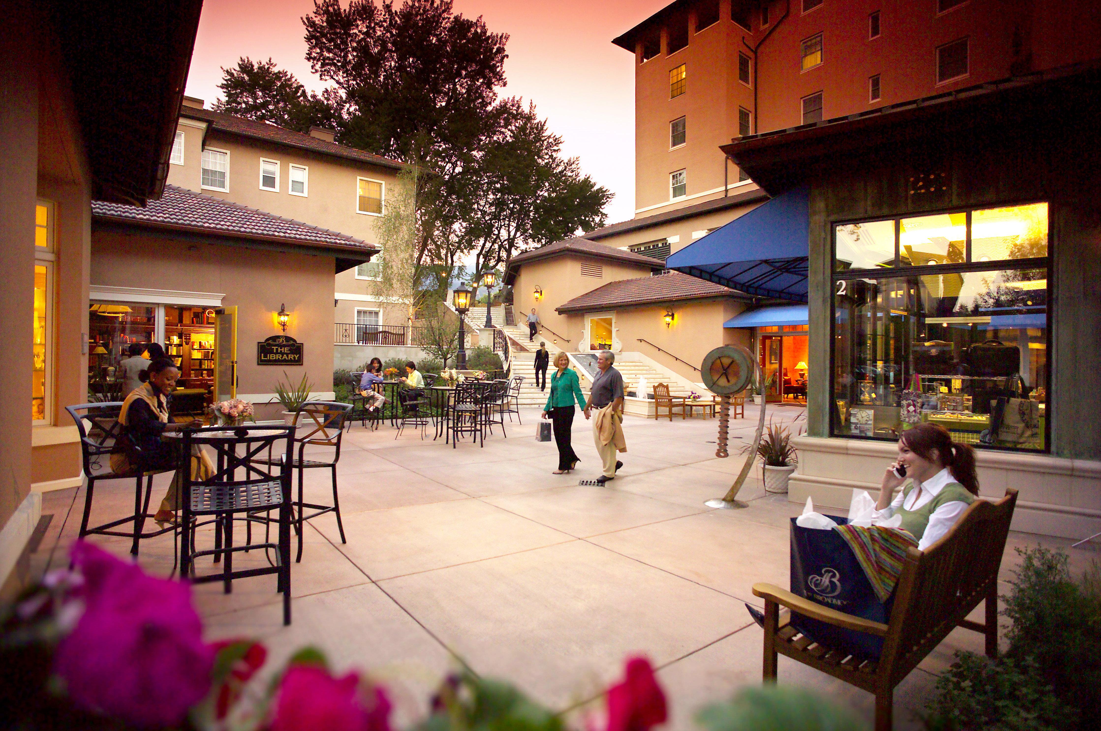 Grounds Lounge Resort Shop restaurant