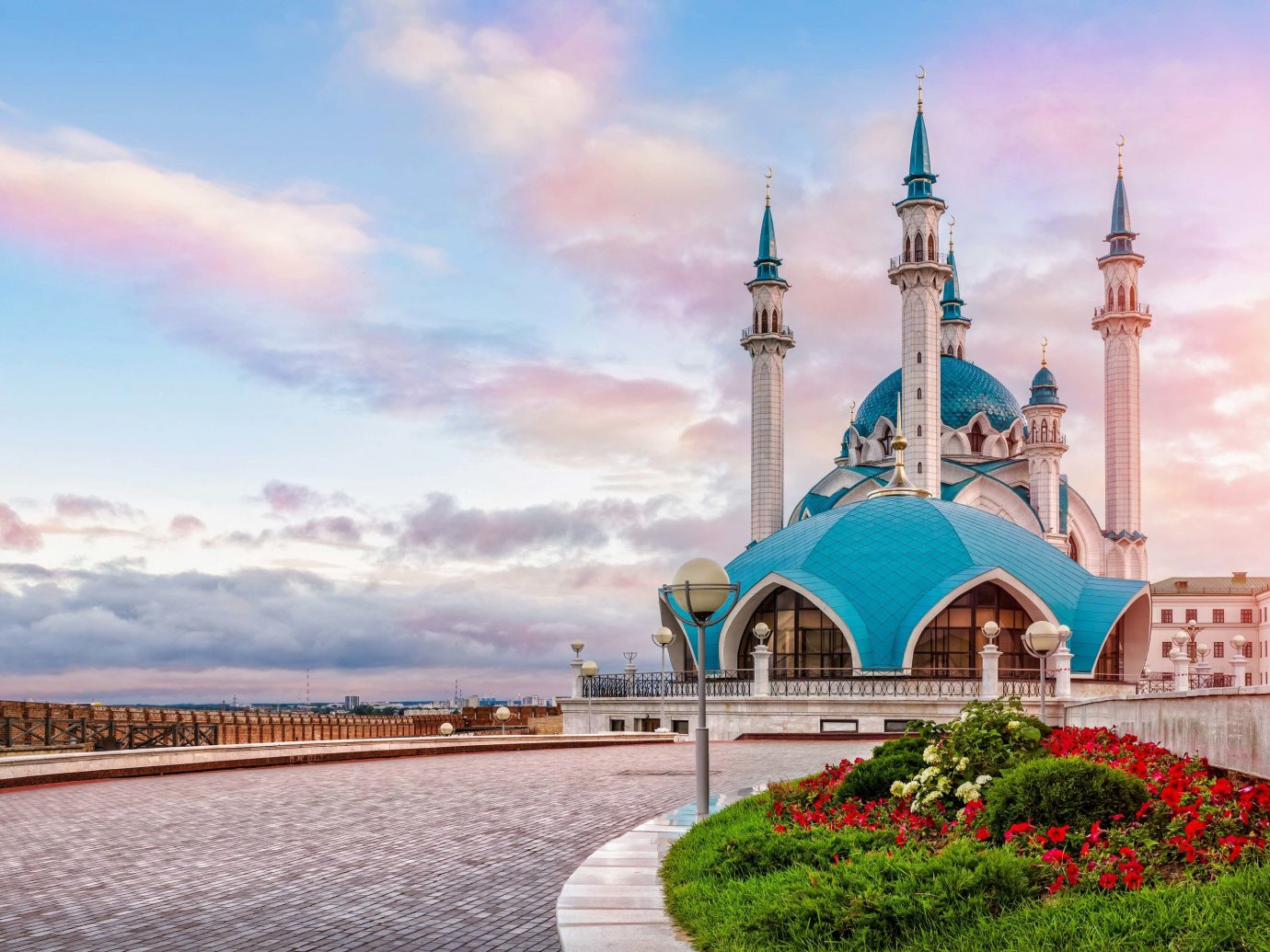 Travel Tips outdoor sky landmark tourist attraction place of worship mosque morning tourism building cloud City historic site computer wallpaper