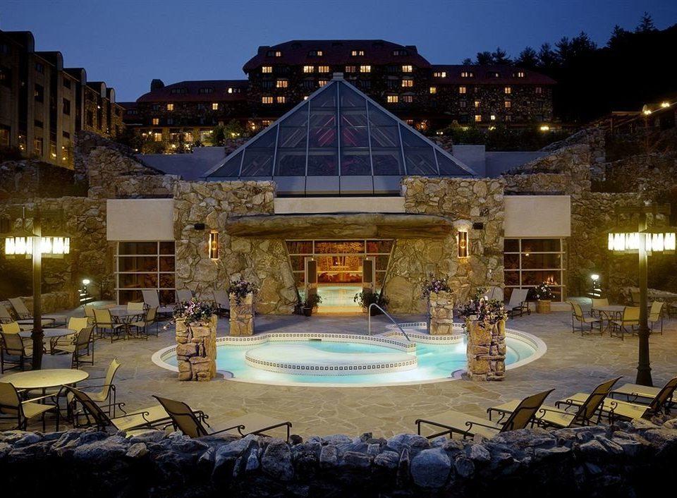 Hot tub/Jacuzzi Resort building sky night Harbor plaza palace evening ice rink