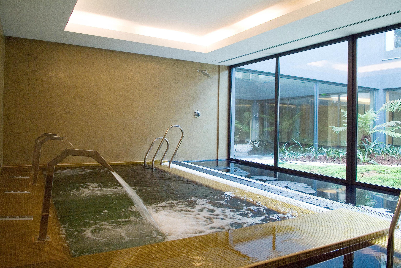 Hip Hot tub Hot tub/Jacuzzi Luxury Modern Pool swimming pool property condominium Villa