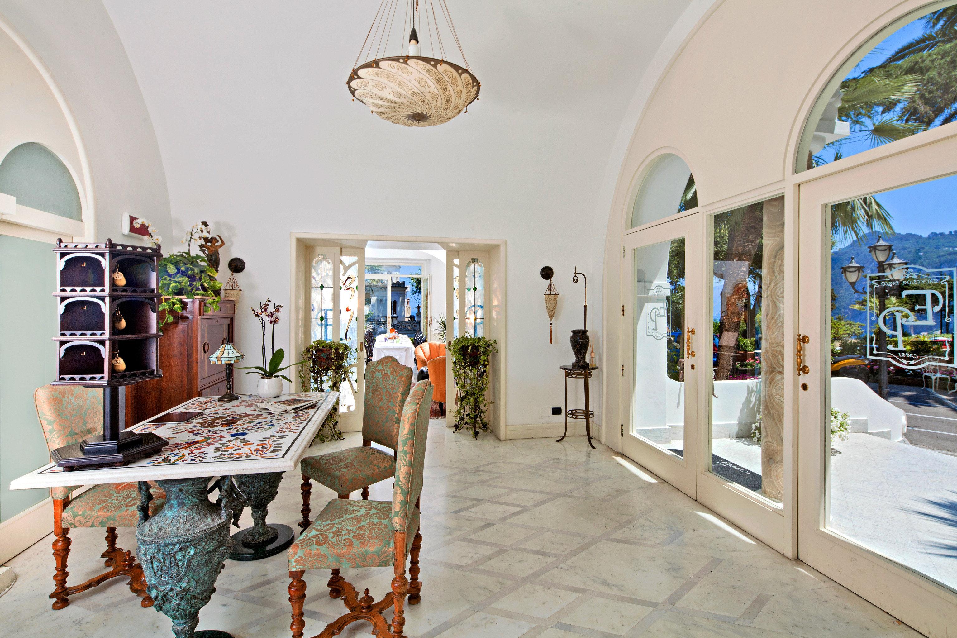 Hip Lobby property home Resort mansion Villa living room cottage