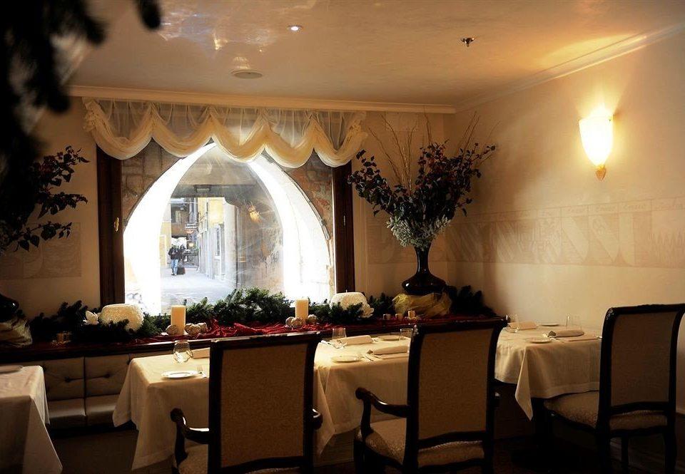 property restaurant home lighting living room