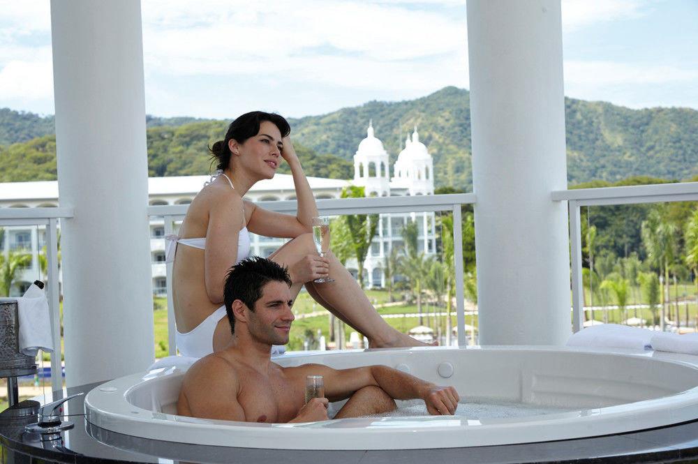bathtub vessel swimming pool leisure Hot tub leg jacuzzi bathroom