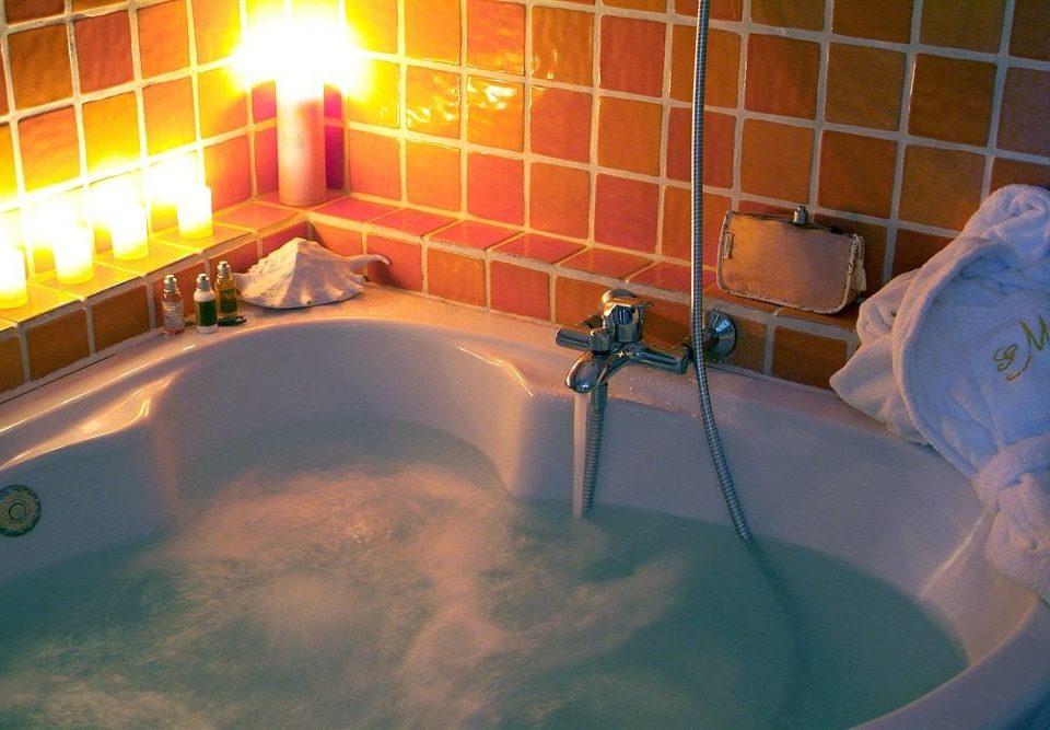 swimming pool jacuzzi bathtub Hot tub toilet tub bathroom
