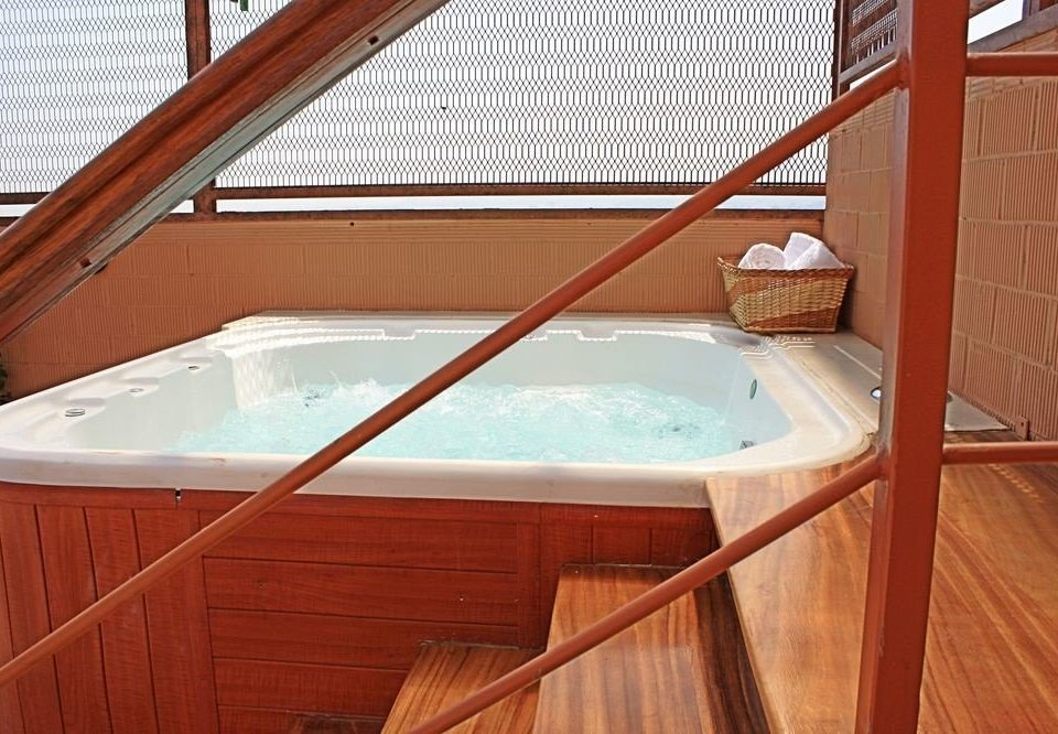 swimming pool property jacuzzi Hot tub cottage bathtub
