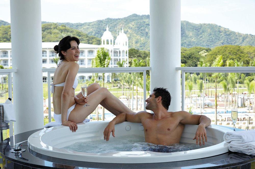 leisure swimming pool bathtub vessel Hot tub sun tanning jacuzzi