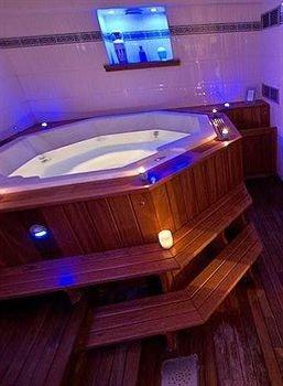 swimming pool man made object jacuzzi Hot tub bathtub