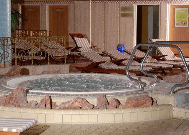 swimming pool property Hot tub jacuzzi bathtub mansion