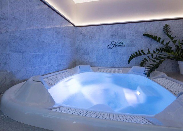 swimming pool bathtub jacuzzi plumbing fixture Hot tub