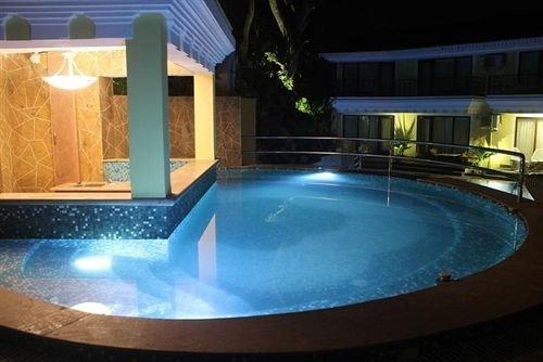 swimming pool jacuzzi Hot tub blue tub