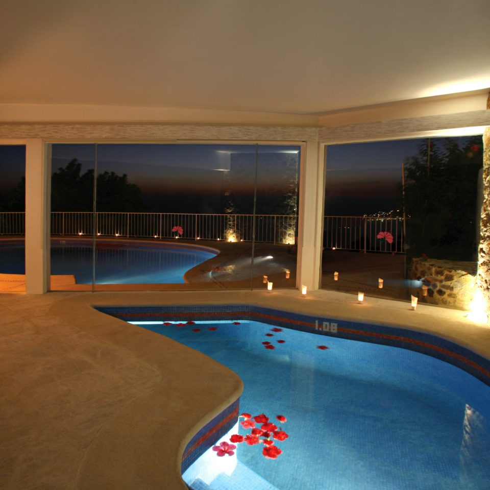 Hot tub Hot tub/Jacuzzi Luxury Pool Waterfront swimming pool property building Resort home Villa mansion condominium