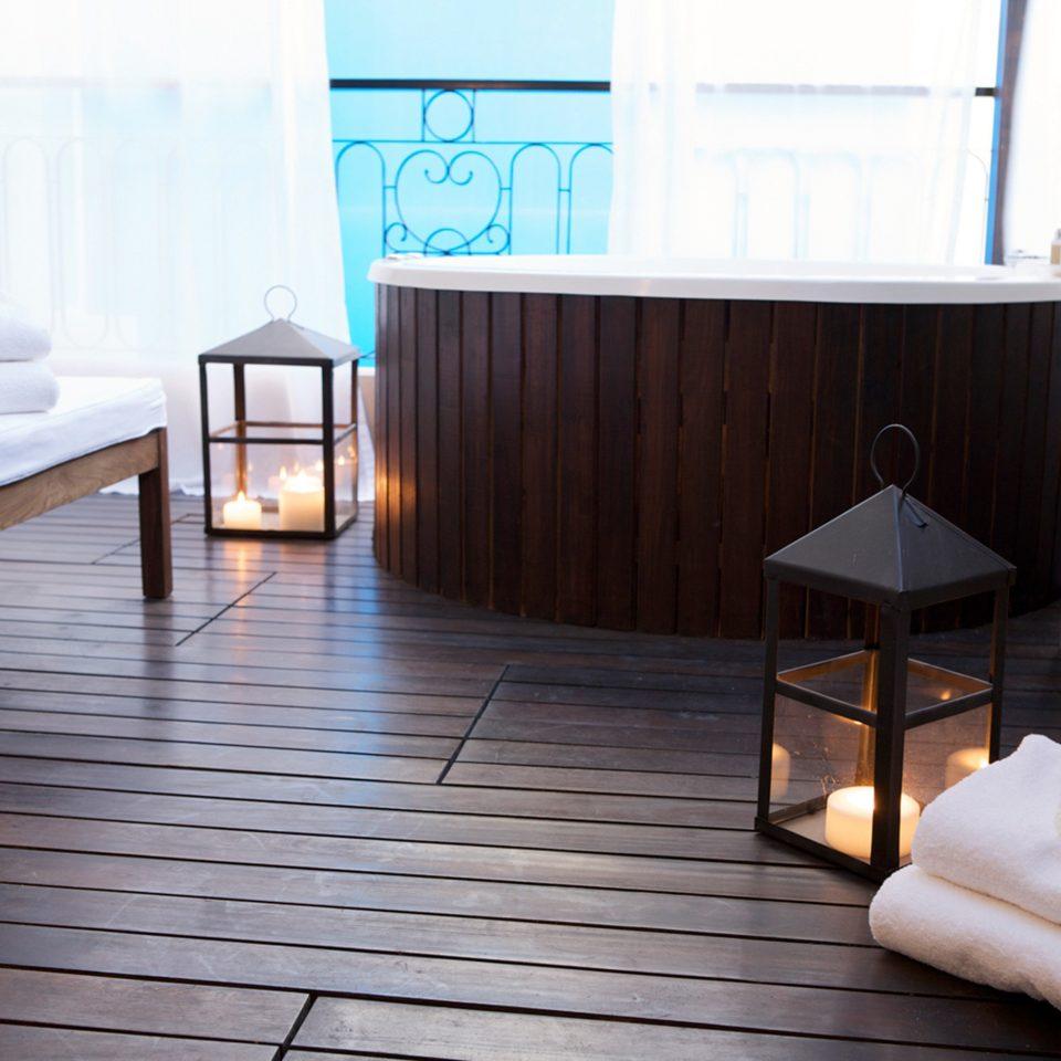 Hot tub Hot tub/Jacuzzi Luxury property chair hardwood flooring wooden home Suite wood flooring living room