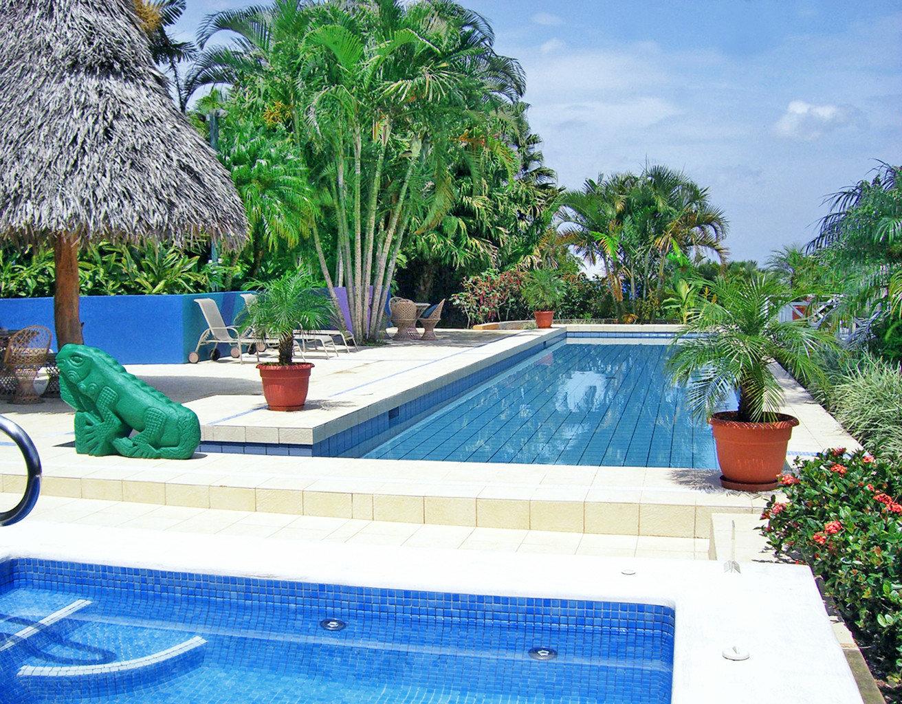 Hot tub Hot tub/Jacuzzi Outdoors Pool Scenic views Wellness tree swimming pool property leisure Resort Villa backyard reflecting pool condominium