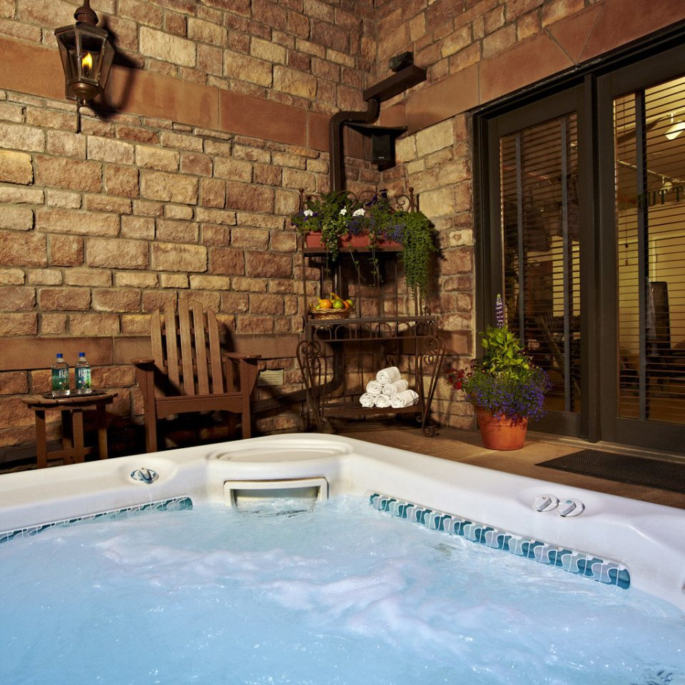 Hot tub Hot tub/Jacuzzi Resort Wellness bathtub vessel swimming pool backyard jacuzzi mansion stone