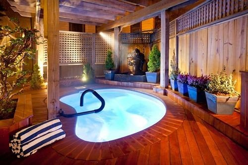Hot tub/Jacuzzi Inn swimming pool property building Resort Villa mansion backyard eco hotel hacienda