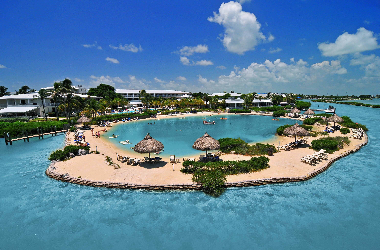 Hot tub/Jacuzzi Lounge Pool Resort sky water swimming pool Nature property leisure reef Lagoon Sea caribbean resort town Island shore day