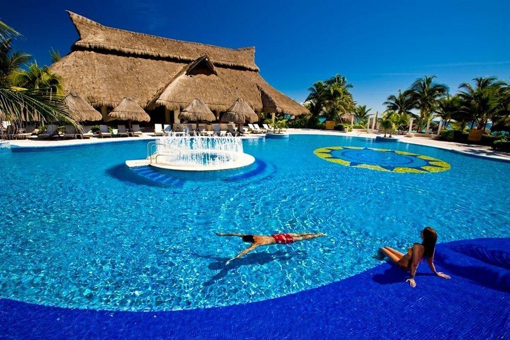 Hot tub/Jacuzzi Lounge Luxury Pool sky water swimming pool leisure Resort blue resort town Water park caribbean Villa Lagoon swimming