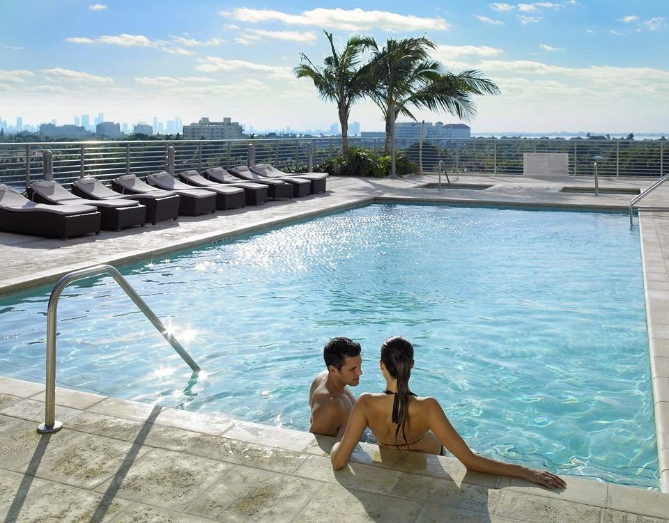 Hot tub/Jacuzzi Lounge Luxury Modern Pool sky water swimming pool leisure property Resort Sea Lagoon Villa swimming shore