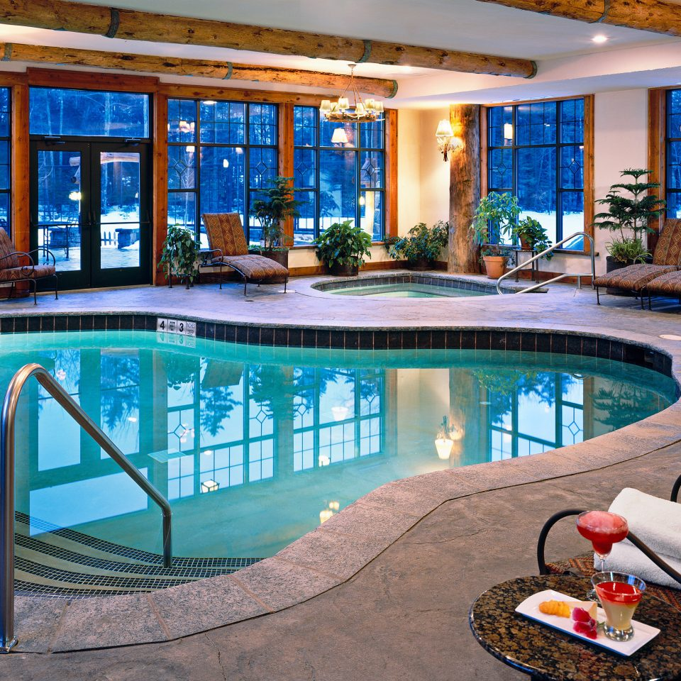 Hot tub/Jacuzzi Lodge Luxury Pool Romantic swimming pool property leisure backyard home condominium Resort Villa mansion