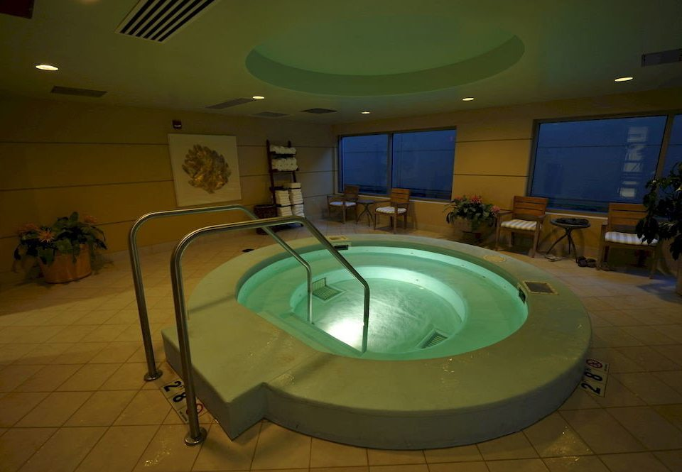 Hot tub/Jacuzzi Lounge swimming pool billiard room recreation room jacuzzi toilet