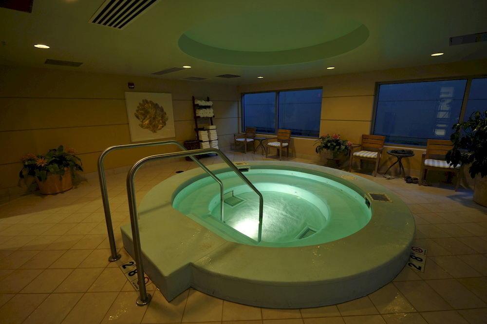 Hot tub/Jacuzzi Lounge swimming pool billiard room recreation room jacuzzi toilet