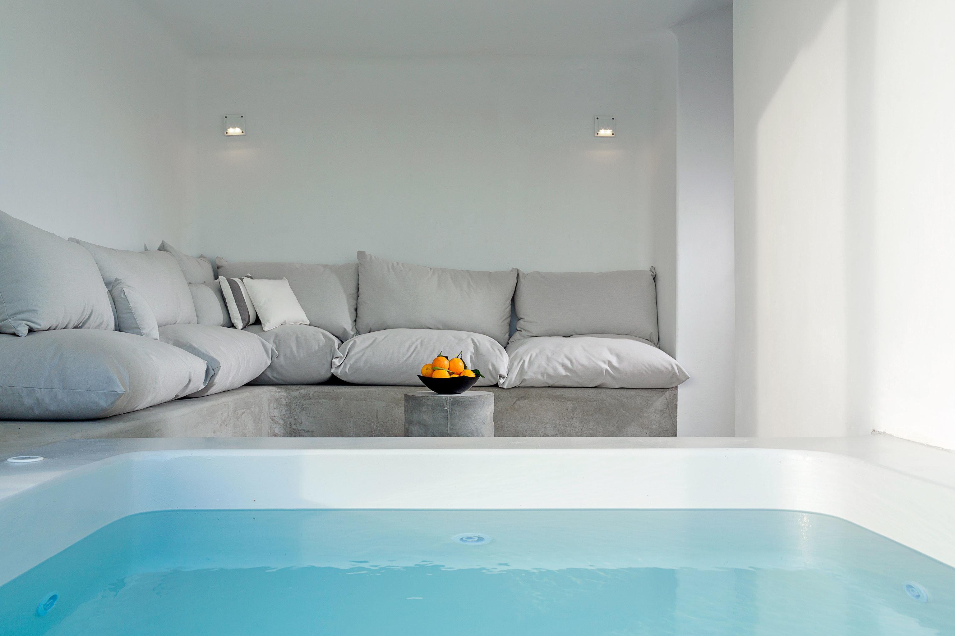 Hot tub/Jacuzzi Lounge Luxury swimming pool property white jacuzzi bathtub