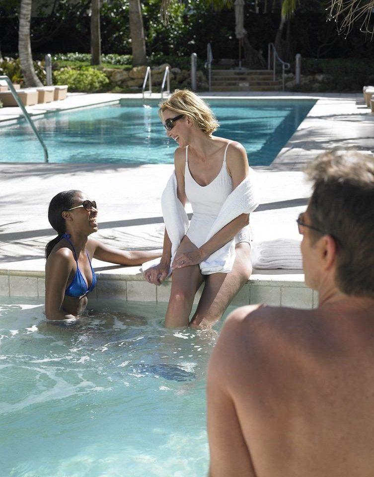 Hot tub/Jacuzzi Lounge Luxury Modern Pool water leisure swimming pool Water park swimsuit leg swimwear sun tanning swimming