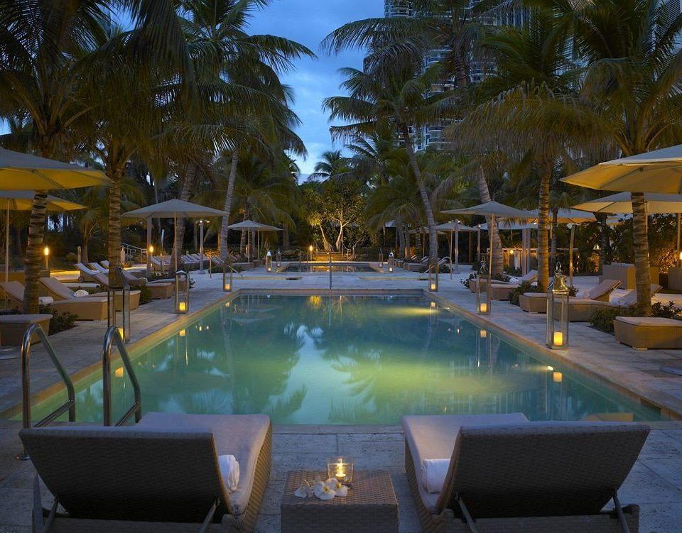 Hot tub/Jacuzzi Lounge Luxury Modern Pool tree swimming pool Resort property leisure Villa eco hotel lined empty