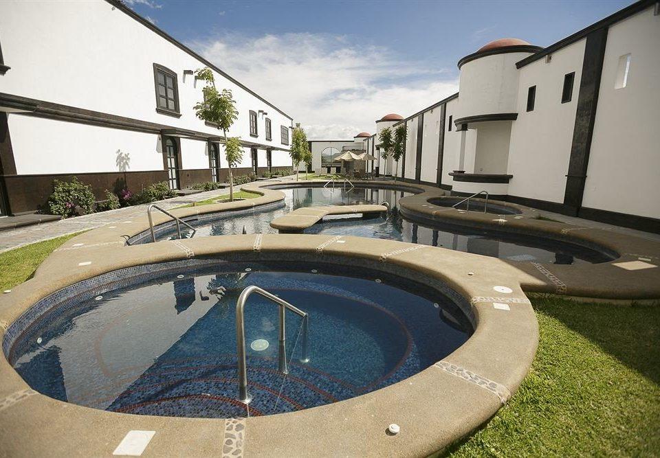 Hot tub/Jacuzzi Lounge Luxury Modern Pool sky swimming pool property Villa backyard mansion