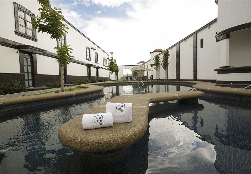 Hot tub/Jacuzzi Lounge Luxury Modern Pool sky swimming pool property waterway home condominium Villa backyard